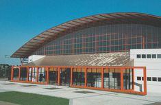 Manoel Coelho | Arquitetura & Design | Universidade Positivo • Centro Esportivo Quadras Opera House, Mansions, Architecture, House Styles, Building, Design, Home Decor, Hs Sports, Sports Court