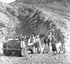 Land Rover at work in the Middle East and helping the fellow with one leg. Land Rover Serie 1, Land Rover Defender 110, Landrover Defender, Land Rover Off Road, Best 4x4, Off Road Adventure, Haunted History, Range Rover, Bushcraft