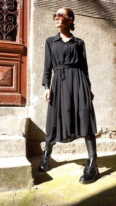 Extravagant flatteur lâche maxi chemise noire, si élégante et confortable...  Boutons tout le long, manches élégants lâches  Solution pour votre tenue