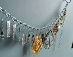 Love this simple earring storage idea using a silver chain. This could easily become a DIY jewelry storage project! Jewelry Holder, Diy Jewelry, Jewelery, Jewelry Making, Necklace Holder, Jewelry Box, Jewelry Drawer, Chain Jewelry, Jewelry Case