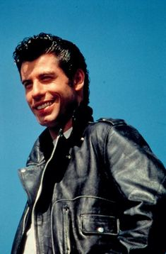 """news: John Travolta began rehearsals for """"GREASE"""" just 4 days after finishing filming for """"Saturday Night Fever"""". Grease 1978, Grease Movie, Movie Tv, Grease Boys, Danny Grease, Musical Grease, John Travolta Young, Grease John Travolta, Danny Zuko"""