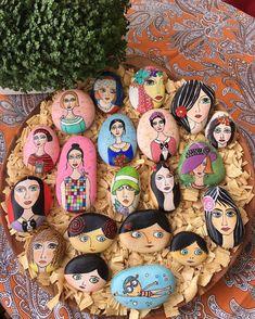 Eve yere sığmaz oldular . 2017 de daha çok üretmek için bayan koleksiyonum satışta yeni sahiplerini bekliyor. İlgilenenler Dm den mesaj yollayabilir.  #paintedstones #handmade #illustration #gift #myartwork #drawings #instaart #taşboyama #handmadewithlove #tasarim #sale #paintingsforsale #hobby #rockart #creative #decoration