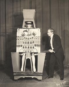 Howard Thurston performing the Disembodied Princess Illusion in 1931. | Image courtesy Rory Feldman