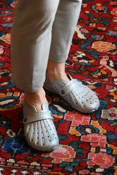 Silver - limited edition - perfect for comfy holiday wear. Holiday Wear, Crocs, Comfy, Lifestyle, Sandals, Silver, How To Wear, Fashion, Moda