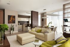 A Sempre Arte lakberendező stúdió két munkája - az első lakás 85 négyzetméter, modern berendezéssel és dekorációval, kellemes meleg tónusokkal. A hálószoba érdekes színkombinációja a kék és meleg csokoládébarna, a nappali semlegesebb árnyalataiban inkább a bézs dominál, konyha zónában több barnával.