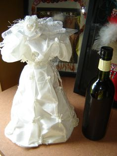 WINE bottle cover, bottle dress, gift wrapping, bleu ...