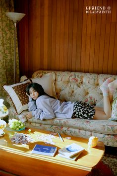 After yesterday's first teaser/concept photos, GFRIEND released another set of these for their upcoming comeback titled Labyrinth. Although the resolution isn't very big, there are many photos of each member, for a total of 26 photos. Extended Play, Gfriend Album, Photo Room, Photo Images, Fandom, G Friend, Kpop, Photo Cards, Teaser