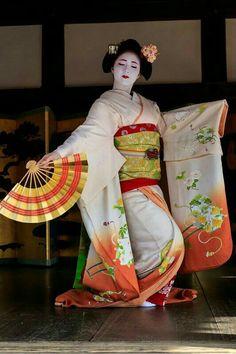 Traditional Japanese Kimono, Japanese Geisha, Japanese Beauty, Traditional Art, Japanese Art, Traditional Outfits, Kyoto, Kabuki Costume, Geisha Art