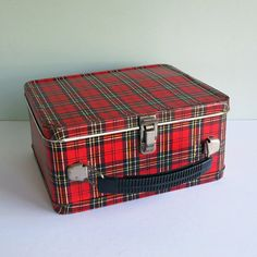 1960s Child's Tartan Plaid Lunchbox Made by Aladdin Industries [I had one just like this when I was in kindergarden and first grade.]