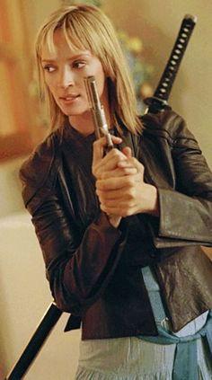 The Bride (Beatrix Kiddo) (Uma Thurman) (Kill Bill) in a leather jacket with sword and pistol Mia Wallace, Emma Peel, Minimal Movie Posters, Film Posters, Minimal Poster, Quentin Tarantino, Pulp Fiction, Uma Thurman Kill Bill, Katana