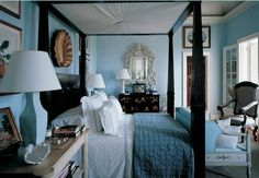 Blue bedroom by Bunny Williams. Architectural Digest.