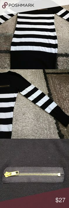Venus sweater size medium Tunic length striped sweater with zip teen detail faux pocket size medium with 16 inch bust and 30 inch length VENUS Sweaters