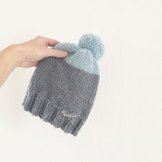 Tuto : Le bonnet «Lucien» au tricot (enfant) – Idéal débutants en aiguilles circulaires – Le blog de Caro Tricote Owl Hat, Blog, Knitted Hats, Knitting Patterns, Winter Hats, Diy, Bonnets, Alice, Images