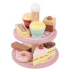 Dit is een leuke set met verschillende taartjes en je krijgt niet alleen de taartjes maar ook de etagère erbij. Ideaal om te gebruiken voor bij een high-tea party met al je poppen of vriendinnen.
