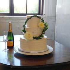Wedding cake with wreath Cake Designs, Wedding Cakes, Wreaths, Desserts, Food, Wedding Gown Cakes, Tailgate Desserts, Deserts, Wedding Cake