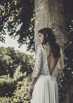 Vestido de novia sencillo y bonito con espalda en V Vestidos de novia de la diseñadora francesa Laure de Sagazan - Colección atemporal