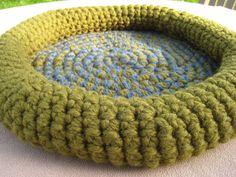 PATTERN  Cat Bed  Crochet Crabby Kitten Pet Bed par PrairiedogArts, $5.00