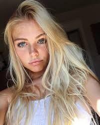 Image Associee Blonde Hair Girl Blonde With Freckles Blonde Hair Blue Eyes