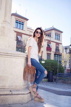 Zara Rough linen coat Playing Favorites Tee Boohoo Ripped Knees Jeans, Céline Espadrilles, Mango Fringe Bag