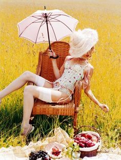 avant-garde picnic set / Mad Tea Party - Fashion Editorial, Food and Fashion,
