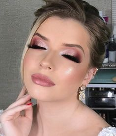 Party makeup is definitely a bit different from regular every day makeup, and is not always that easy. Party Makeup Tips, Party Makeup Looks, Wedding Makeup Looks, Makeup Inspo, Makeup Inspiration, Pinterest Makeup, Beauty Make-up, Bridesmaid Makeup, Christmas Makeup