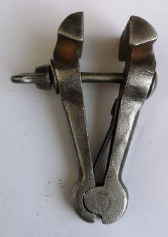 Metal Engraving Tools, Metal Bending Tools, Blacksmith Tools, Old Tools, Mechanical Design, Vintage Tools, Blacksmithing, Clamp, Metal Art