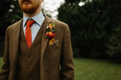 Groom wears a brown tweed suit and orange tie | | Photography by http://sdphotography.co.uk/