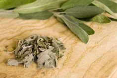 How to Dry Sage Leaves Sage Herb, Sage Plant, Healing Herbs, Medicinal Herbs, Sage Uses, How To Dry Sage, Fruit Garden, Herb Garden, Dry Leaf