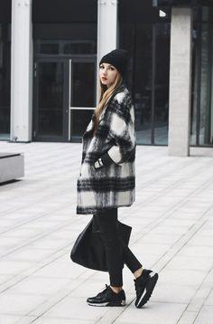 Pavlína Jágrová: checked coat