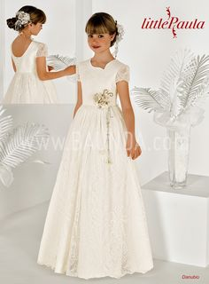 Communion dress Little Paula 2018 model DANUBIO Spectacular and elegant communion dress made in silky tulle lace. Book a date in Spain or shop online