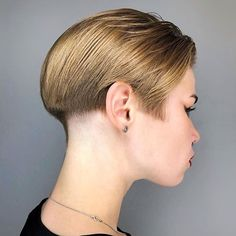 Stacked Bob Hairstyles, Hairstyles Haircuts, Haircuts For Men, Bob Haircuts, Really Short Hair, Short Hair Cuts, Short Hair Styles, Half Shaved Hair, Shaved Nape