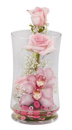 Make a unique terrarium using warm tones of Rose Quartz. Make a unique terrarium using warm tones of Rose Quartz. Bd Design, Floral Design, Floral Foam, Arte Floral, Simple Flowers, Beautiful Flowers, Terrarium, Valentine Decorations, Flower Boxes