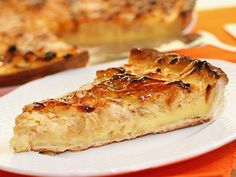 Apfel-Wähe schweizer Original Originalrezept: Zubereitung Kuchenteig: Für den Teig der Apfelwähe Mehl in eine Schüssel sieben und mi ...