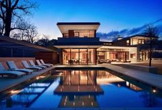Exquisite indoor-outdoor modern living on Lake Austin