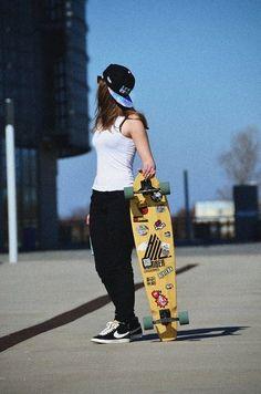 Bmx Girl, Skate Girl, Boxing Day, Jogging, Skater Look, Surfer Girl Style, Surfer Girls, Base Ball, Skate Style