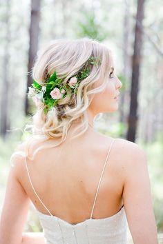 Romantic wedding hair with half halo of roses | Lindy Yewen Photography | See more: theweddingplayboo...