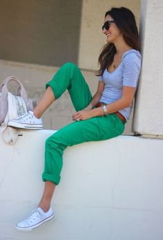 green pants / grey T / white Chucks I heart this outfit soooooooo much! So casual 😍 Converse Outfits, Converse Style, Converse Shoes, Cheap Converse, Blue Converse, Converse Girls, Studded Converse, Sperry Shoes, Casual Styles