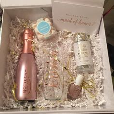 Bridesmaid Proposal Box Ideas - Pair our personalized stemless champagne flute with all of her favorite goodies to make a simple and sweet bridesmaid proposal box! you be my bridesmaid? Champagne Bridesmaid Dresses, Bridesmaid Gift Boxes, Bridesmaid Proposal Gifts, Bridesmaids And Groomsmen, Wedding Bridesmaids, Bridesmaid Gifts Will You Be My, How To Ask Your Bridesmaids, Bridesmaid Ideas, Bridal Dresses