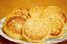 Сырники - лучшие рецепты   Ингредиенты:  творог – 0,4-0,5 кг,  2 яйца, 100г  муки в тесто + для присыпки, 4 ст. л. сахара, щепотка соли,  сахар ванильный – 1 пакет,  для обжарки – топленое масло или пополам растительное+сливочное.  Способ приготовления  Творог размять вилкой, а еще лучше блендером. Добавить яйца. Некоторые предпочитают добавлять только желтки, тогда вместо двух яиц нужно взять три желтка. Всыпать сахар, ваниль, соль, муку и очень хорошо перемешать. Столовой ложкой зачерпнуть…