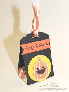Stampin Up - Treat/Nugget Holder - The Basic Black piece is x 8 and scored at 3 & Dulceros Halloween, Halloween Food Crafts, Halloween Cards, Holidays Halloween, Halloween Treats, Fall Paper Crafts, Candy Crafts, Fun Crafts, Halloween Treat Holders
