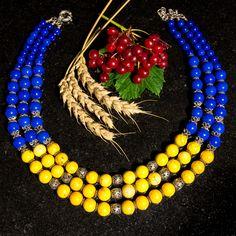 Намисто ′'Українське′'. Намисто зроблено в українському стилі для любителів всього українського і України. Лаконічне поєднання синього та жовтого беззаперечно доповнить будь-який образ. Верхня низка – 45 см, нижня – 56 см. Бірюза жовта, лазурит, срібні намистини, срібні декоративні елементи, застібка срібло 925 проби.