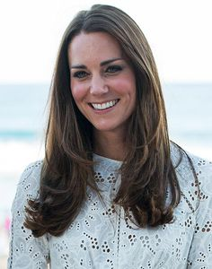 Kate Middleton Hair - Duchess of Cambridge Hair and Makeup The royal and expectant mother proves the key to a regal look is consistency. Work Hairstyles, Sleek Hairstyles, Curled Hairstyles, Straight Hairstyles, Updo Hairstyle, Wedding Hairstyles, Short Hair With Layers, Long Hair Cuts, Layered Hair