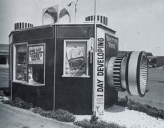 California Crazy: Roadside Vervancular Architecture was compiled by Jim Heimann and Rip Georges in Unfortunately much of what you see here no longer. Drive In, Unusual Buildings, Interesting Buildings, Abandoned Buildings, Old Cameras, Vintage Cameras, Old Photos, Vintage Photos, Vintage Postcards