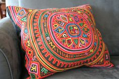 MOLA APPLIQUE ART (Kuna in Panama). Beautiful reverse applique :) Panamanian Mola quilted pillow cover by VINTAGEFOUNDNYC
