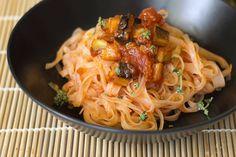 Beringelas, Tomate e Tomilho com Noodles de Arroz