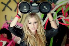 Video Premiere: Avril Lavigne - Heres To Never Growing Up