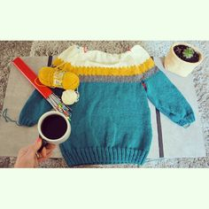 I call it the the geometric raglan sweater.Almost done with the neckline shaping and i am so excited.Knitting in the round is so much fun.I add some mustard and beige colour,what a sweet result!!!Beautiful morning with sebastien tellier on radio and...