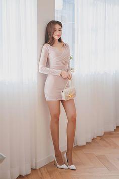 愼 ☼ ριητεrεsτ policies respected.( *`ω´) If you don't like what you see❤, please be kind and just move along Asian Model Girl, Asian Girl, Basic Outfits, Sexy Outfits, Perfect Legs, Korean Women, Beautiful Legs, Tight Dresses, Asian Woman