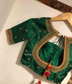 Stunning bottle green color designer blouse with hand embroidery gold thread and bead work. 03 November 2019 Stunning bottle green color designer blouse with hand embroidery gold thread and bead work. Blouse Designs Catalogue, Pattu Saree Blouse Designs, Simple Blouse Designs, Stylish Blouse Design, Silk Saree Blouse Designs, Bridal Blouse Designs, Blouse Patterns, Silk Sarees, Kurta Designs