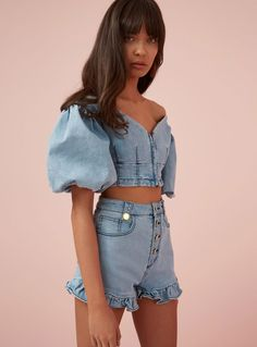 crop top outfits with skinny jeans Denim Fashion, Look Fashion, Womens Fashion, Classy Fashion, Blue Fashion, Urban Fashion, Fashion Rings, Vintage Fashion, Denim Crop Top